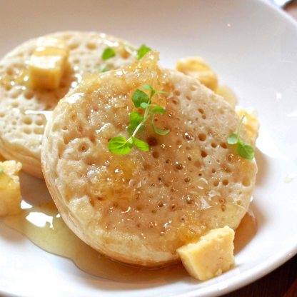 Dr. Martys crumpets with fresh honeycomb and maple butter (AUD9)