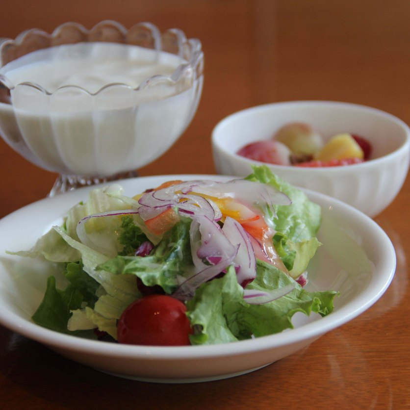 Lovely salad with wafu sauce dressing accompanied with yogurt (totally tasteless, not my kind of food) and fruits. Healthy start for the day!