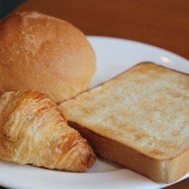 Freshly toasted bread with butter and jam. Yumz!
