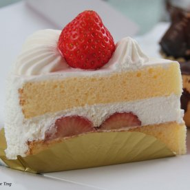Strawberry shortcake - Very nice! Cream was fresh, strawberry wasn't too sour, the sponge was light and fluffy! Good stuff!