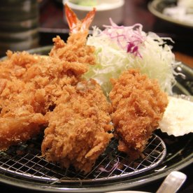 2 pork cutlets with 2 shrimps and a crabmeat croquette. I love the crabmeat croquette. It was creamy, well deep fried. The pork cutlet was juicy and the shrimp cooked to perfection!