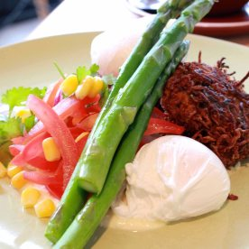 Zucchini & potato roesti with poached eggs, whipped feta, grilled asparagus, tomato, corn and red onion salsa (AUD16)