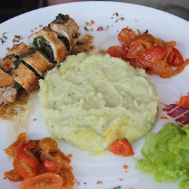 Suprema di pollo - Sautéed chicken breast stuffed with emmental cheese mushrooms & fresh spinach, with mashed zucchini potatoes & sautéed cherry tomato